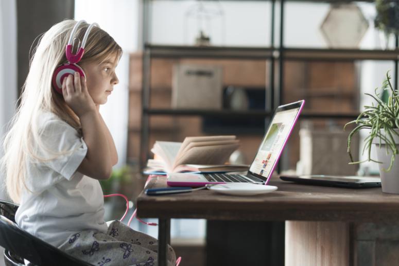 ¿Es posible mejorar la comprensión lectora con audiolibros?